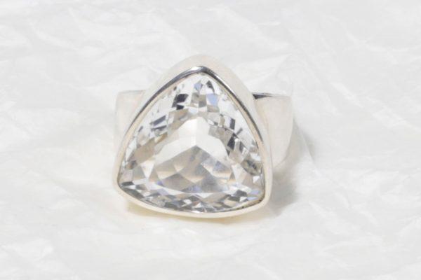 Bague Cristal de roche (Brésil) ovale moyen facetté