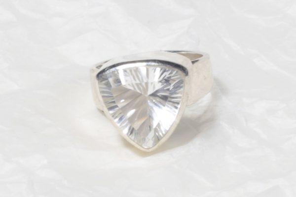 Bague Cristal de roche (Brésil) petit triangle facetté