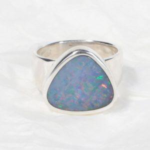 Bague Opale d'Australie triangle moyen